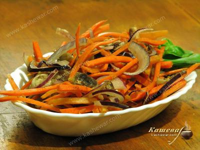 Pickled Carrots with Mushrooms and Onions