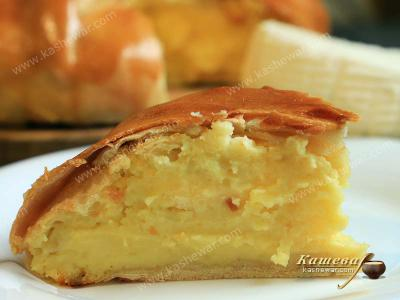 Moldovan pie with bryndza cheese