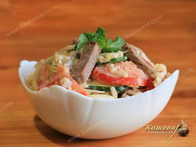 Fresh Vegetable Salad with Meat