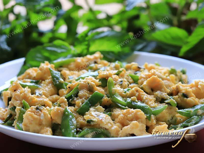 Fried Eggs with Green Peas and Beans – recipe with photo, Spanish cuisine