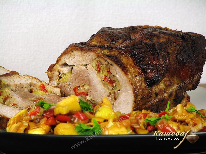 Roll of pork stuffed with vegetables – recipe with photo