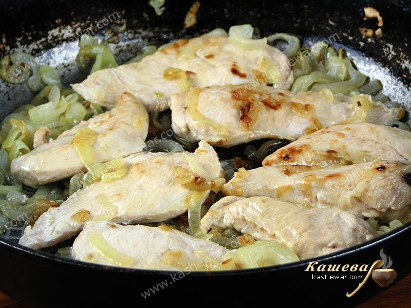 Fry the chicken in a pan with onions