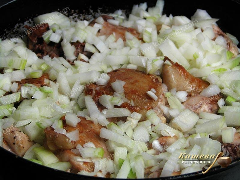 Chopped onion added to fried chicken