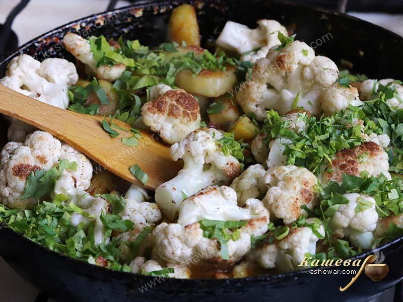 Cauliflower with potatoes and vegetables