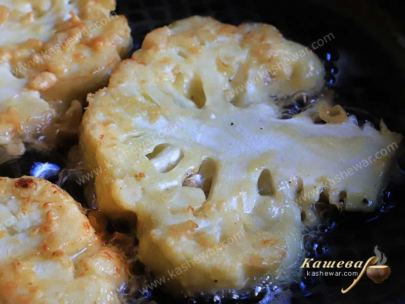 Cauliflower in a pan with butter