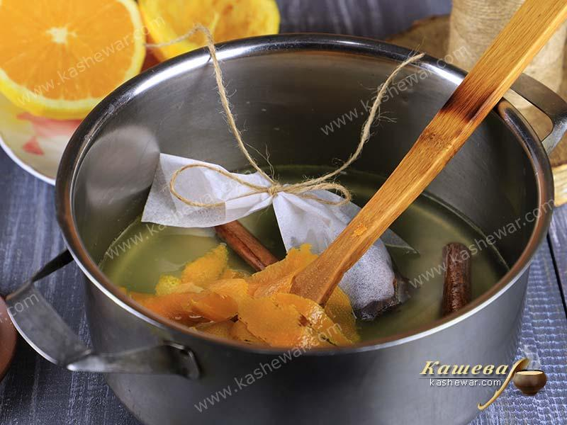 Mulled wine syrup and spices