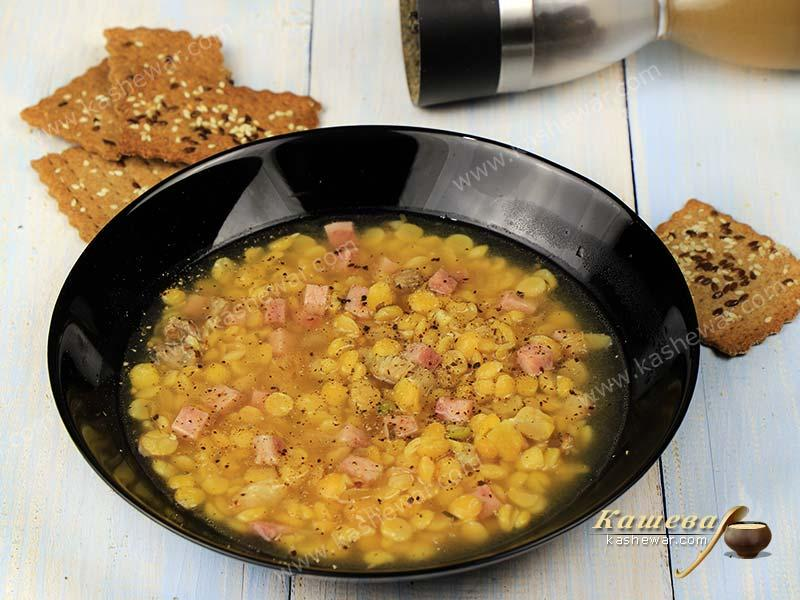 Pea soup with ham and bacon