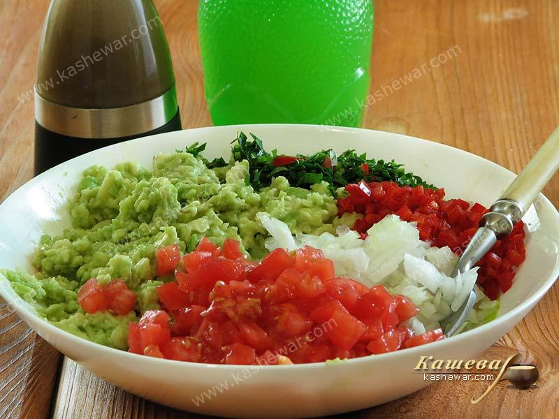 Mixing products for guacamole
