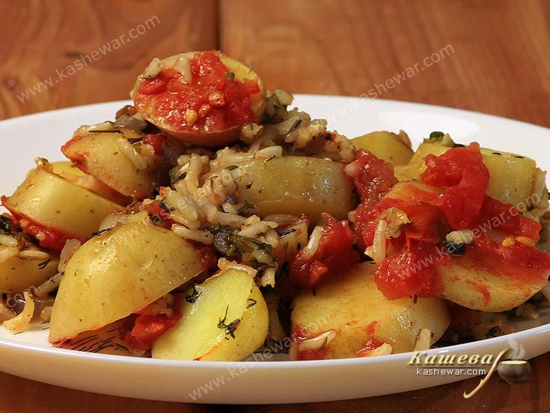 Potatoes baked with rice and tomatoes