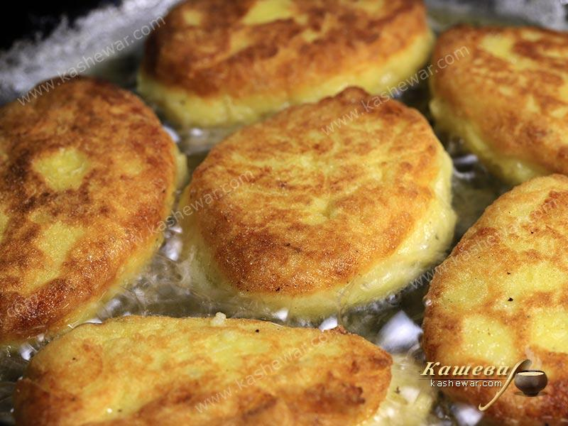 Potato cutlets in a pan