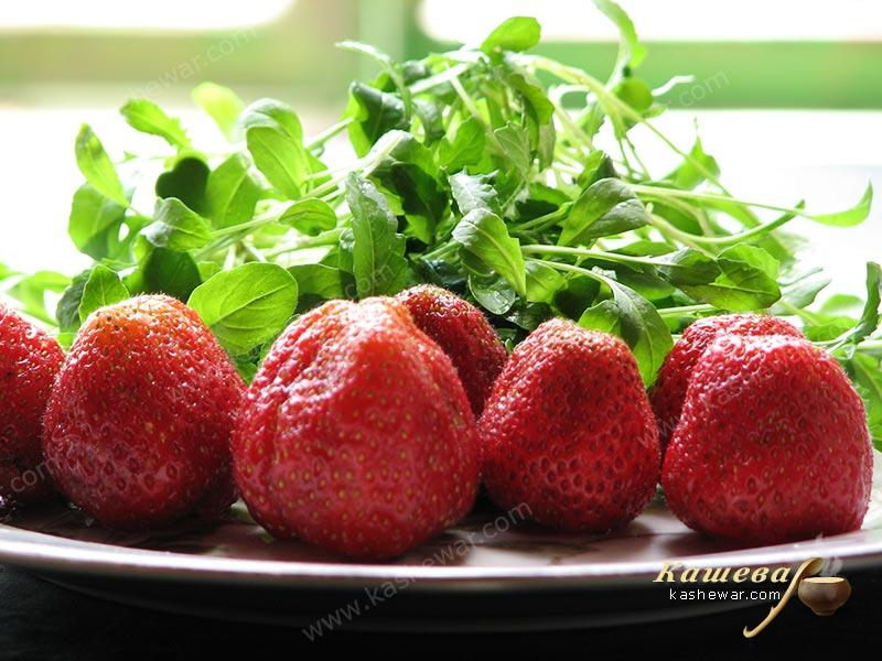 Strawberry with arugula for salad