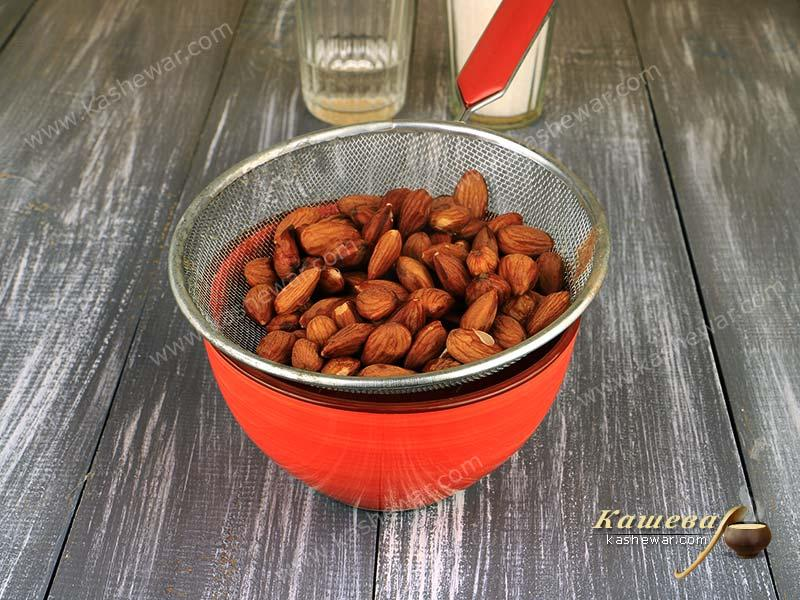 Boiled almonds
