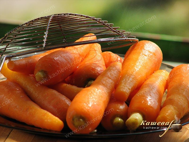 Cooling pickled carrots