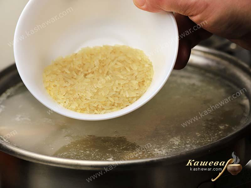 Add rice to broth