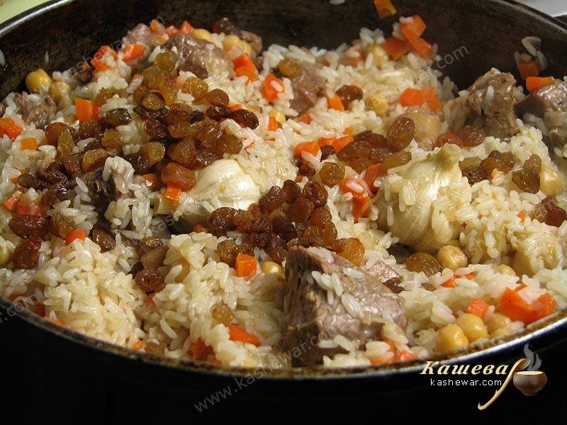Add raisins to the pilaf and cover