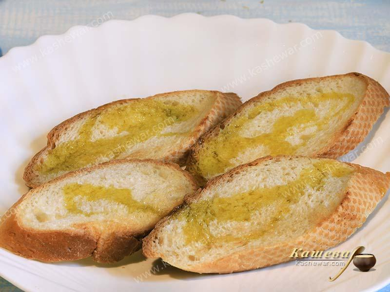 Slices of bread with olive oil