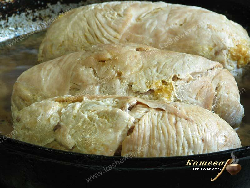 Turkey rolls in a pan with sauce