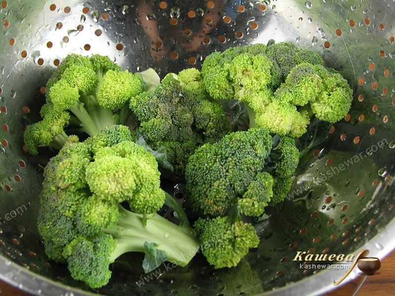 Wash the broccoli and let the water drain