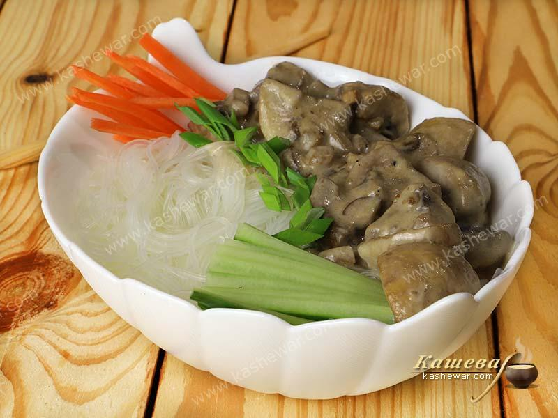 Soy noodles with mushroom sauce