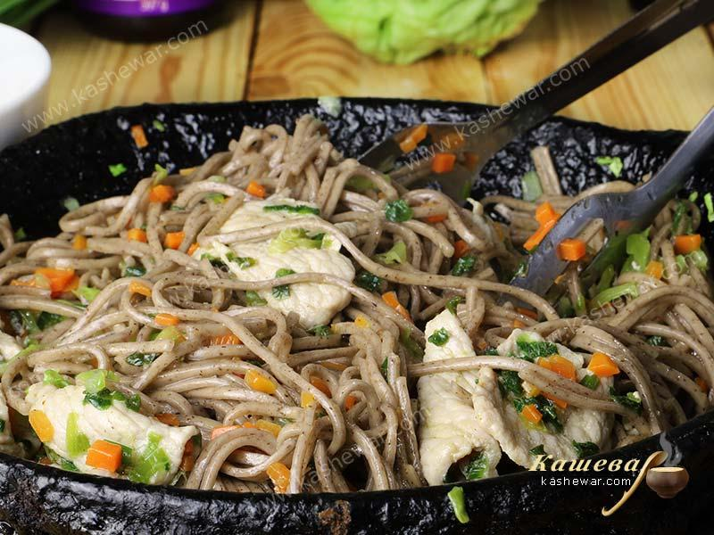 Udon noodles with pork in a pan