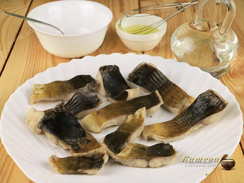 Sliced boiled carp
