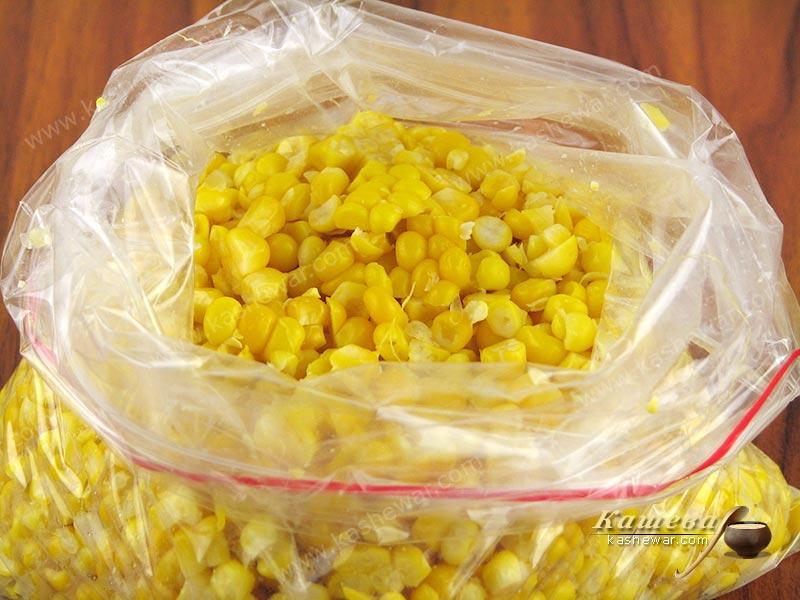 Packing corn for freezing
