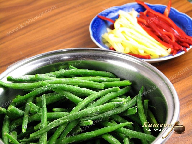 String beans and bell peppers