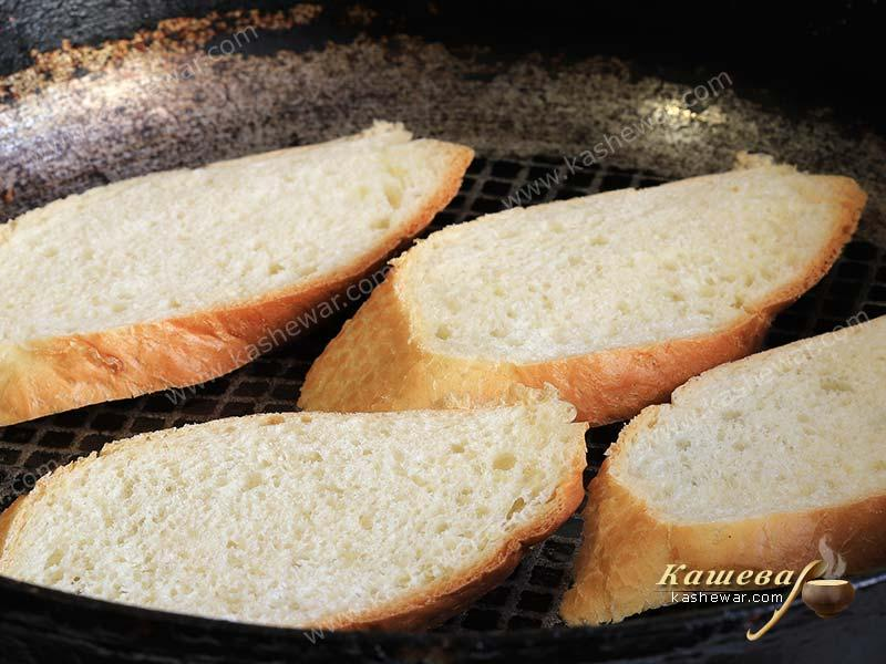 Slices of bread in a frying pan