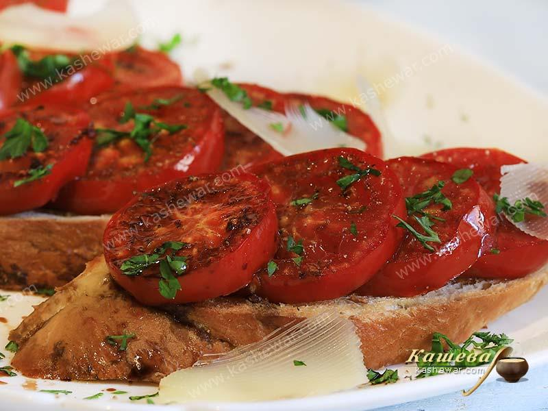 Fried tomatoes on crispy toast – recipe with photo, Italian cuisine